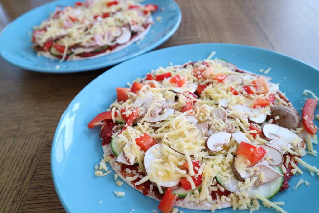 Pizza van volkoren wrap met groenten