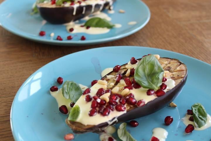 Gegrilde aubergine met yoghurtsaus