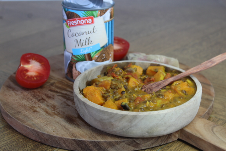 Veganistische curry met pompoen en linzen