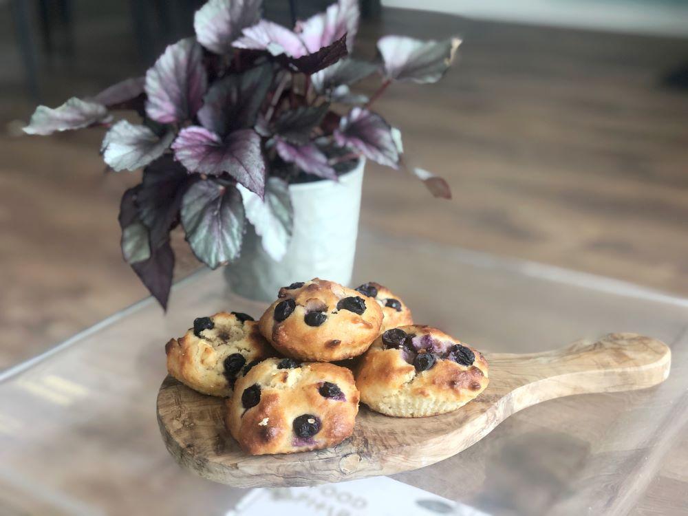 Amandelmuffins met appel & bosbessen